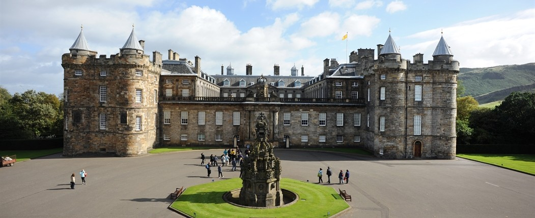 Holyrood Palace with statue of statue of Edward VII